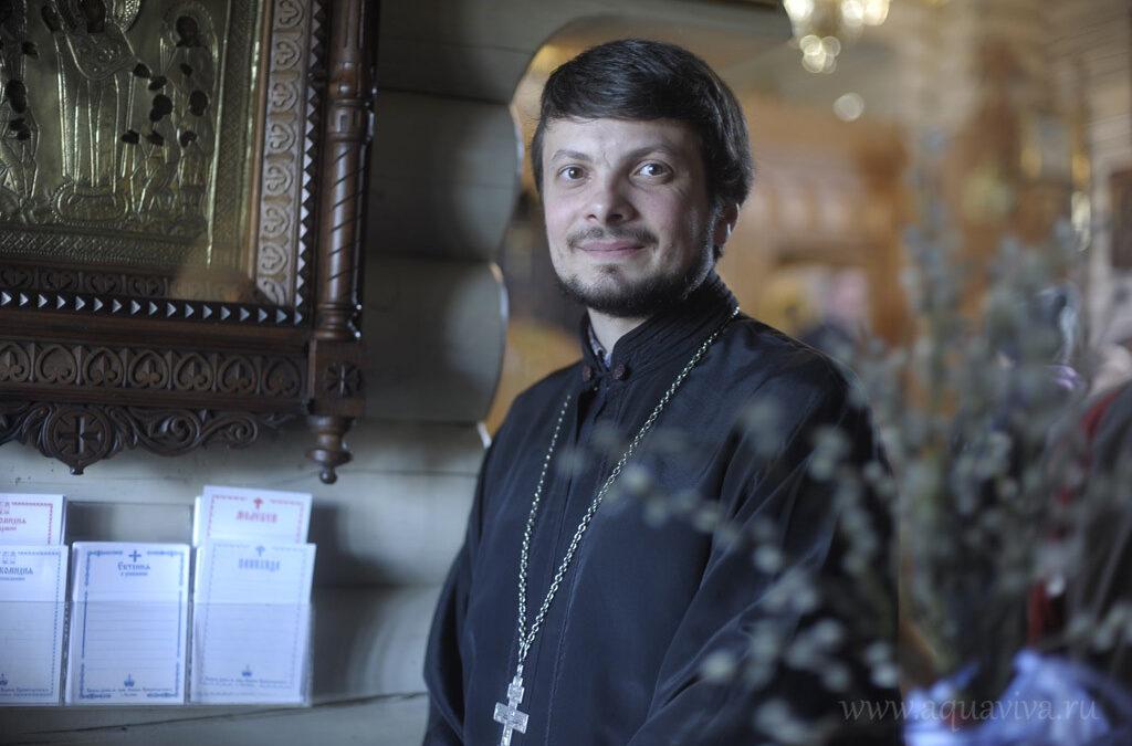 Указом от 8 апреля 2019 года епископом Выборгским и Приозерским Игнатием на должность настоятеля храма Богоявления Господня в п. Разметелево назначен священник Сергий Ломакин.