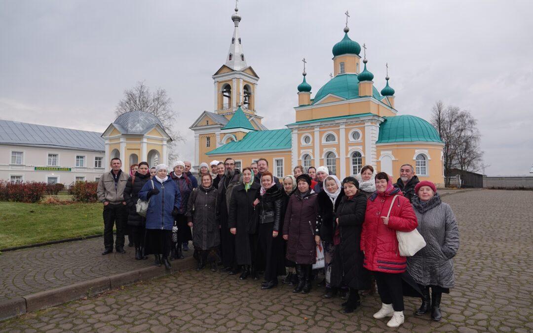 19 октября состоялась паломническая поездка жителей Колтушей и прихожан храма Богоявления Господня в Разметелево в Александро—Свирский и Введено-Ояцкий монастыри.