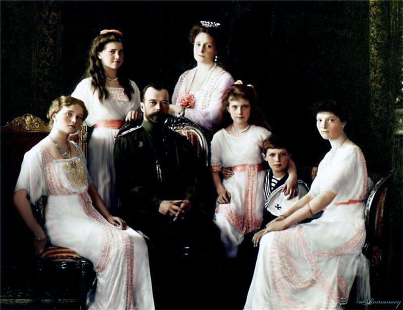 17 июля (пятница)- память страстотерпцев Императора Николая II, Императрицы Александры, царевича Алексия, великих княжен Ольги, Татианы, Марии, Анастасии.